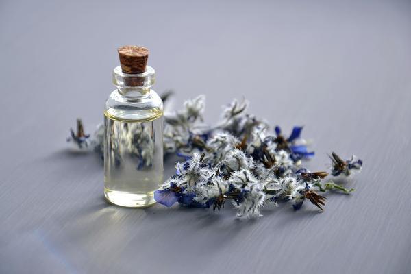 polecany olejek do masażu przeciw rozstępom